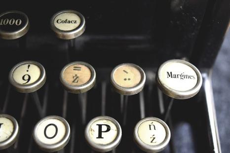 typewriter-932742_640